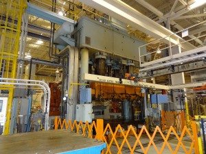 2000 Ton Williams and White Hydraulic Press For Sale