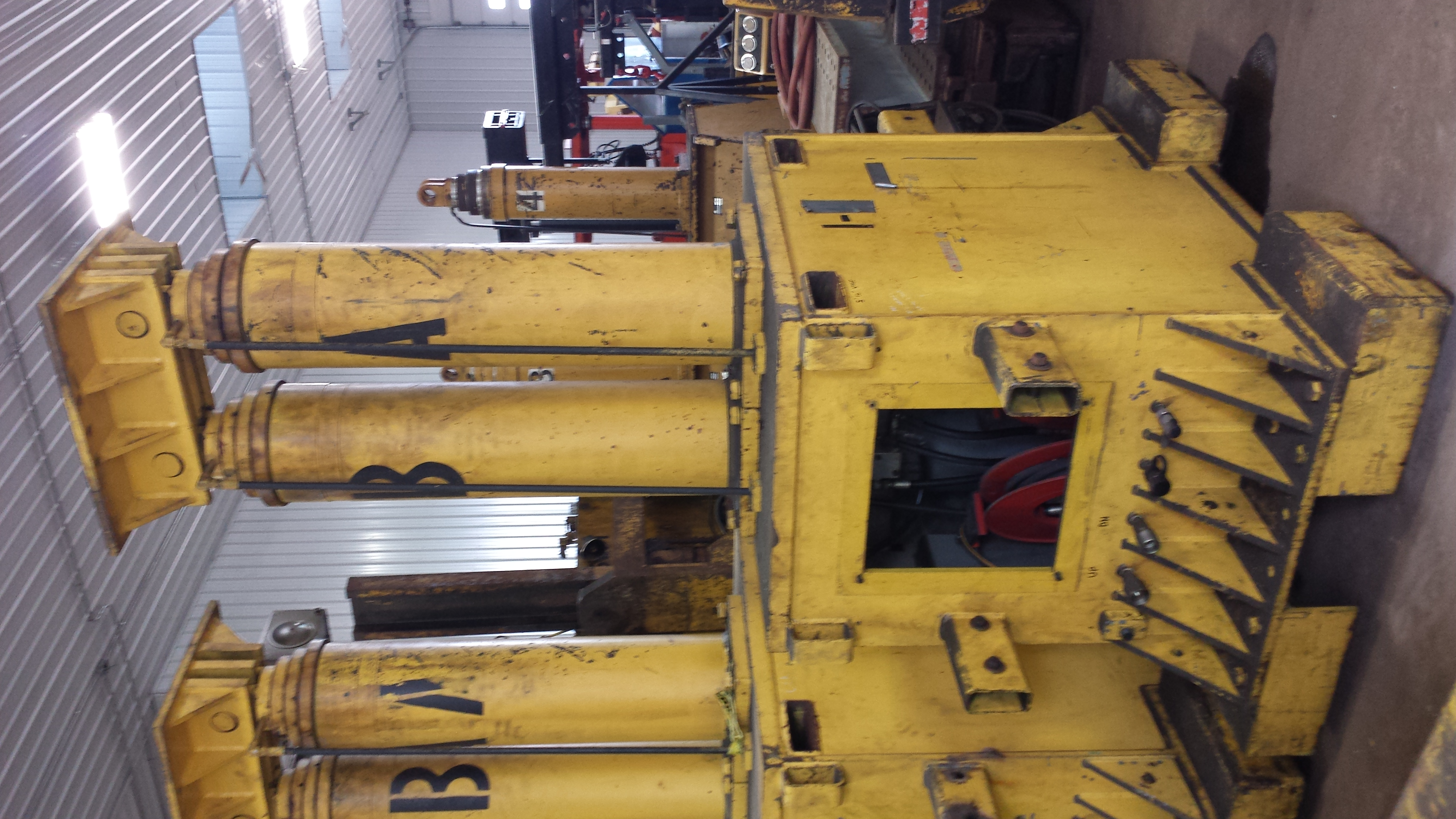 The Hydraulic Crane Is Used To Lift The 1400 : Ton lift systems hydraulic a gantry crane for sale