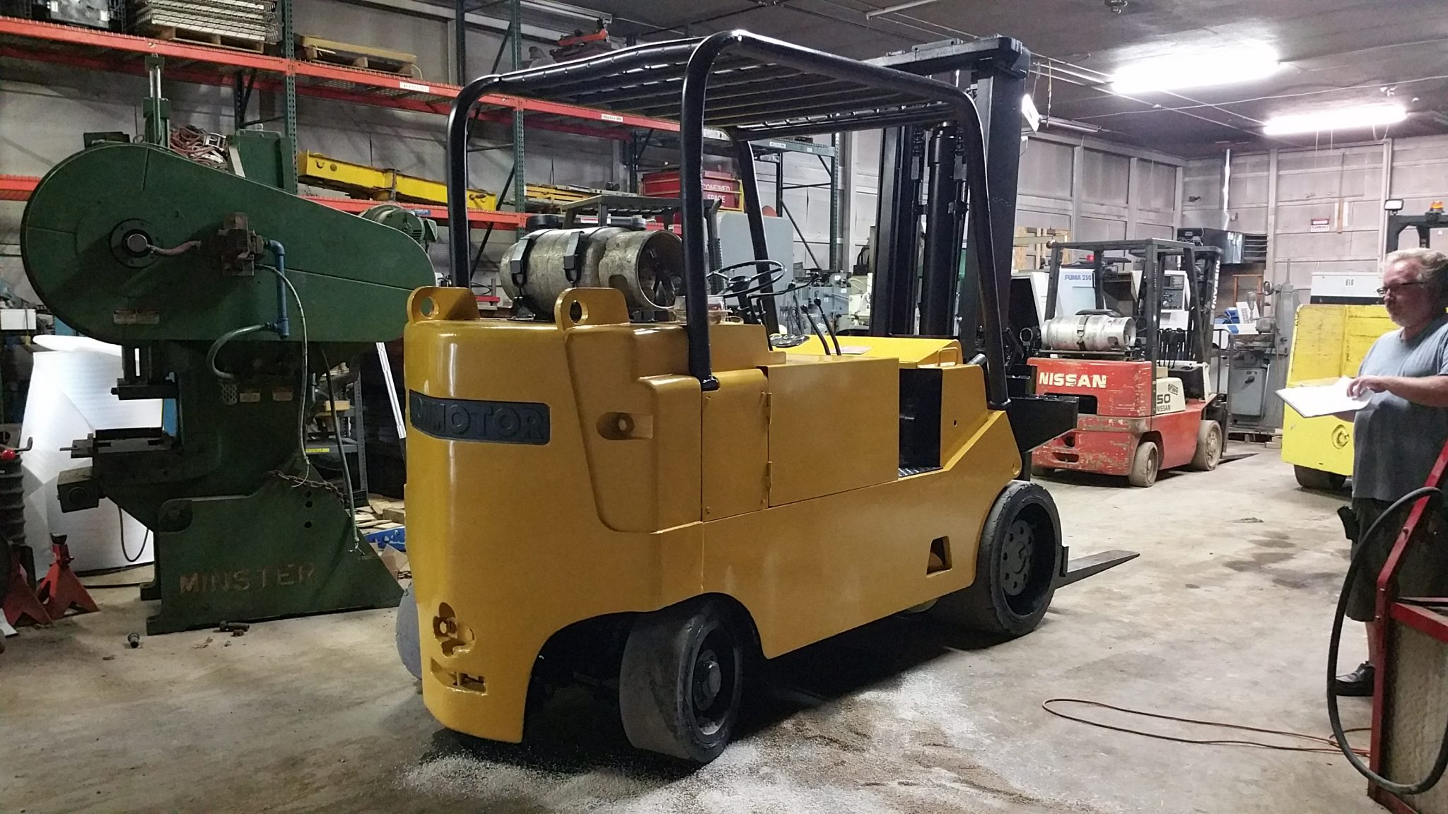20 000lb cat towmotor forklift for sale call 616 200 4308 for Forklift motor for sale