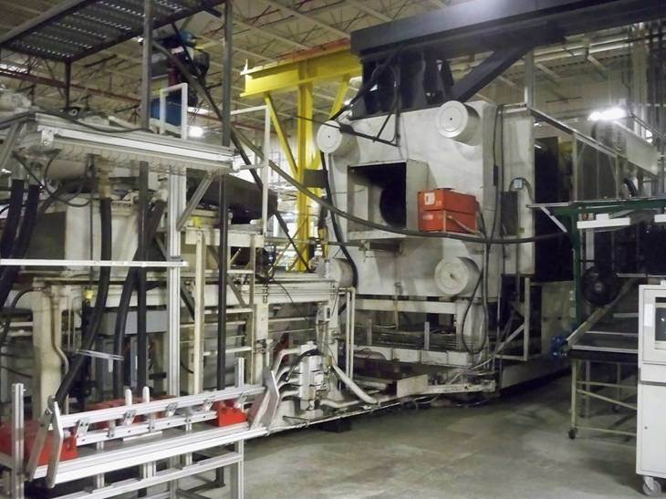 2 500 Ton Cincinnati Milacron Injection Mold Machine 4