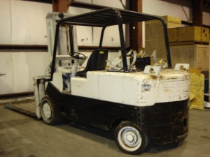 30,000lbs Capacity Cat T-300 Forklift For Sale