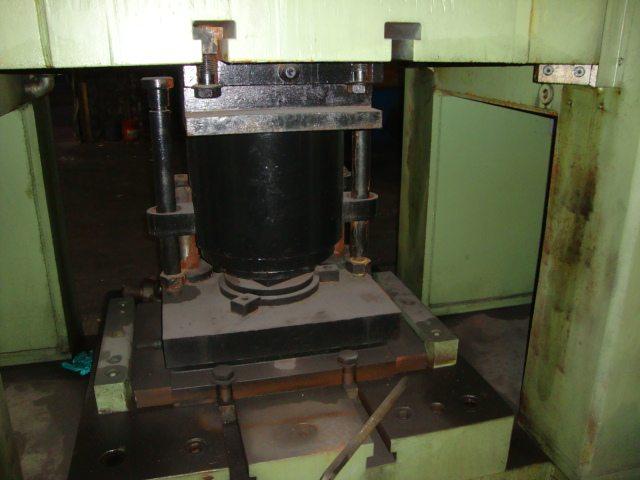 Weingarten 800 Metric Ton Press (12)