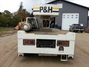 8 1/2 Ton Carry Deck P&H/Terex Crane For Sale