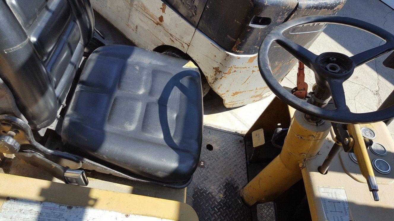 25,000lb. Capacity Cat T250 Forklift For Sale (1)