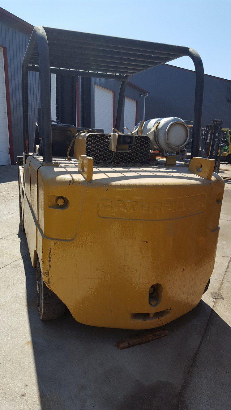 25,000lb. Capacity Cat T250 Forklift For Sale (2)