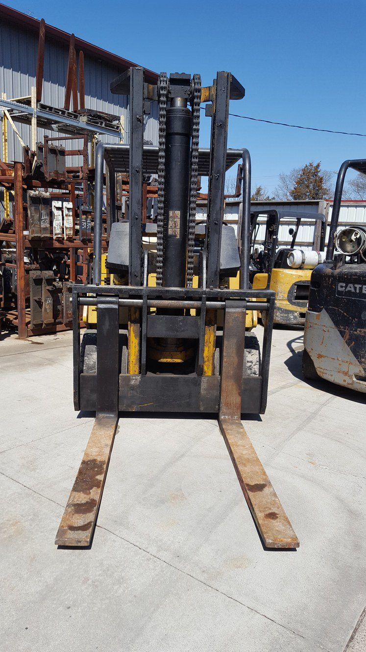 25,000lb. Capacity Cat T250 Forklift For Sale (3)