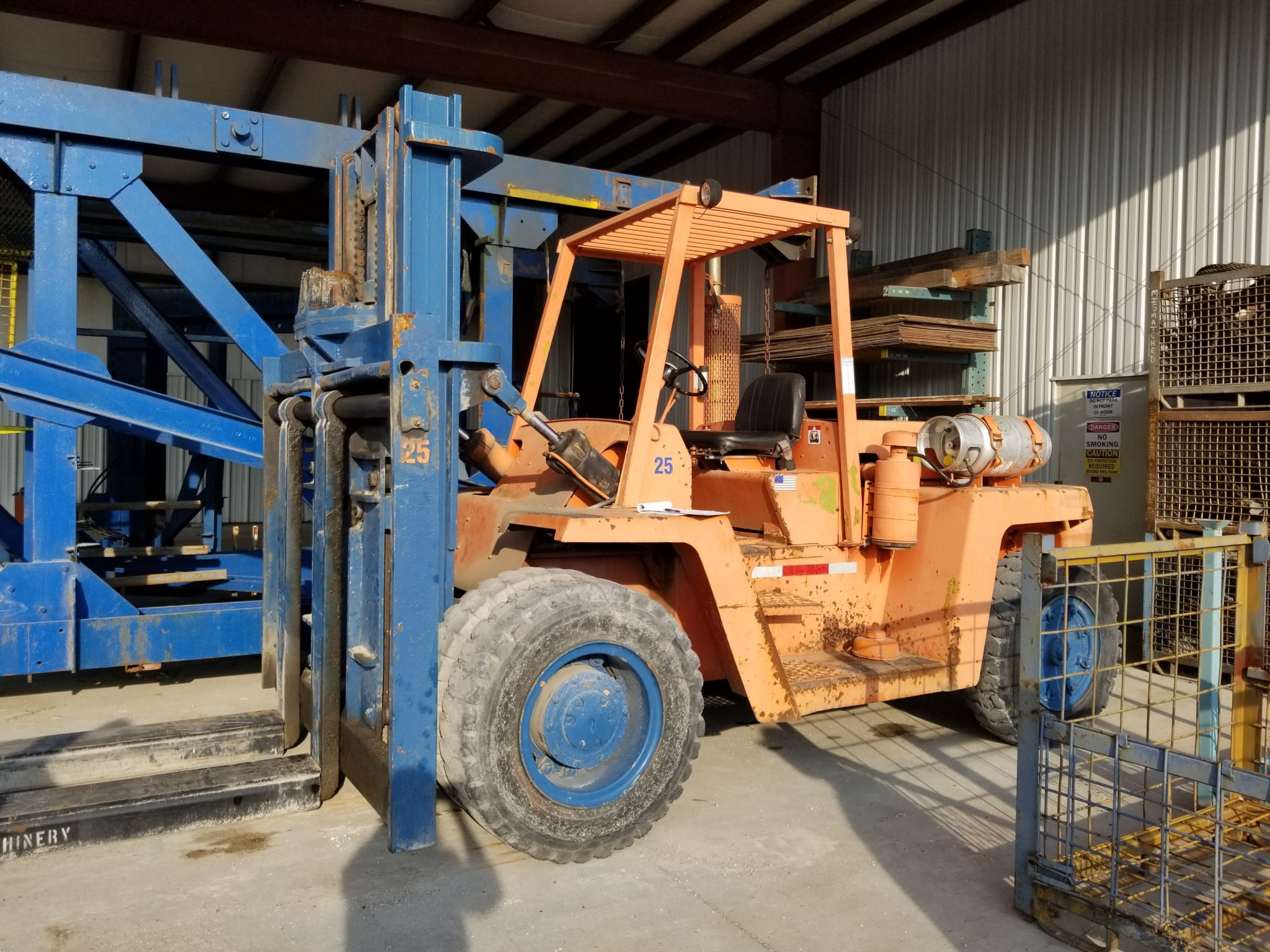 25,000lb Clark Forklift For Sale - Used 12.5 Ton