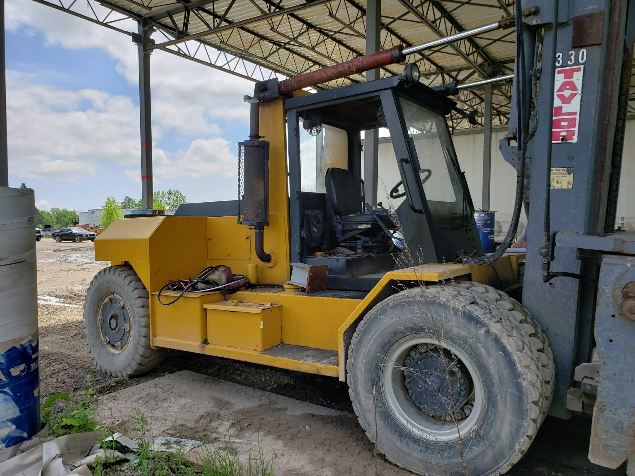 33,000lb Taylor Air Tire Forklift For Sale 16.5 Ton