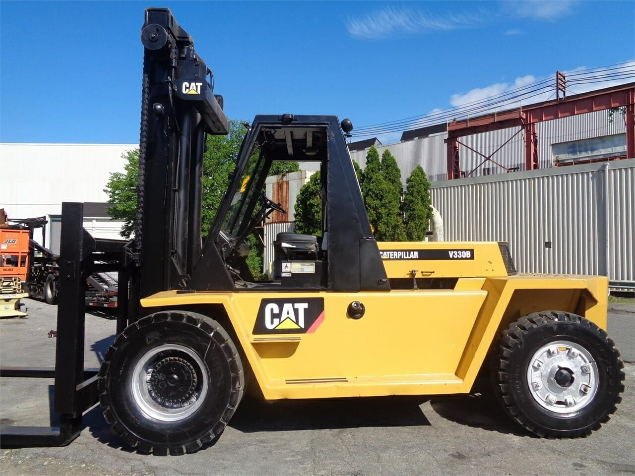 33,000 lbs Cat Air-Tire Forklift For Sale
